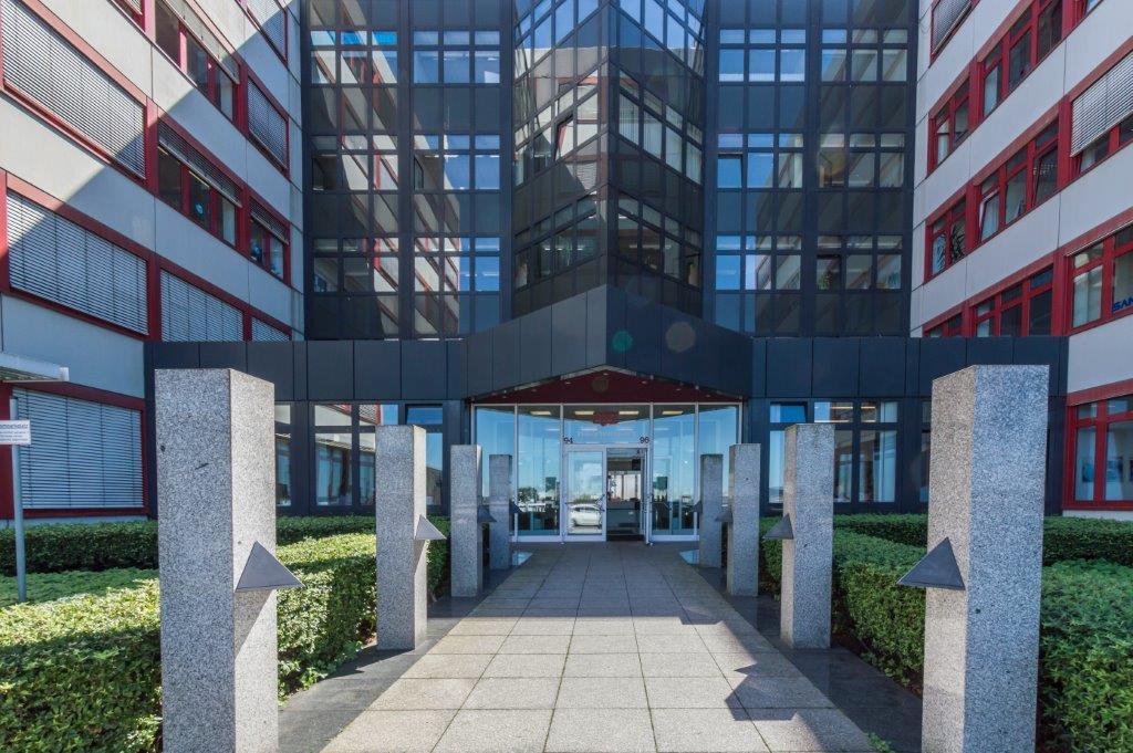 Der Eingang zu unserem Seminarraum Gebäude in Essen, repräsentativ und gepflegt