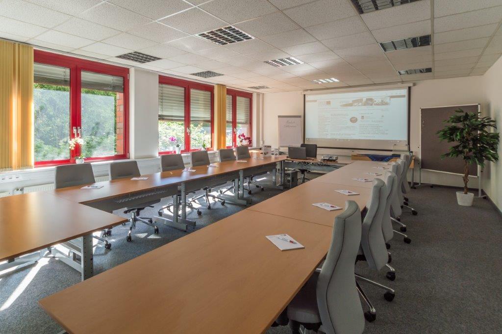 Dieser Raum ist gemütlich und gedacht für anregende Gespräche und Sitzungen